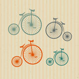 Bicicletas del vintage, bicis en fondo de papel reciclado Imágenes de archivo libres de regalías