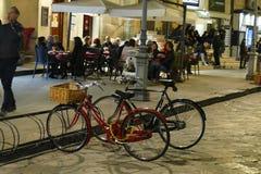 Bicicletas e jantares do nivelamento imagem de stock royalty free