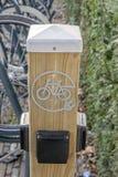 Bicicletas eléctricas de carga en Amsterdam los Países Bajos 2019 foto de archivo libre de regalías