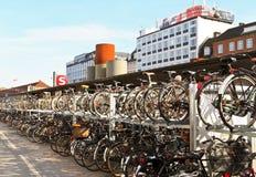 Bicicletas em Copenhaga, Dinamarca Fotografia de Stock