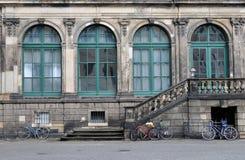 Bicicletas en el zwinger, Dresden Foto de archivo