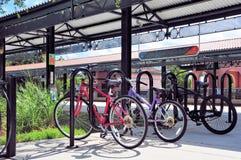 Bicicletas en la estación de tren, FL Foto de archivo libre de regalías