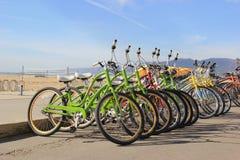Bicicletas en la playa Imagenes de archivo