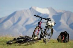 Bicicletas en montañas Fotos de archivo libres de regalías