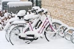 Bicicletas estacionadas imagem de stock