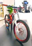 Bicicletas intensas na exposição. Imagem de Stock