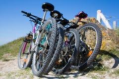 Bicicletas na praia Imagens de Stock Royalty Free