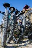 Bicicletas na praia Foto de Stock