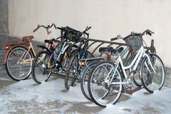 Bicicletas nevadas Imagen de archivo