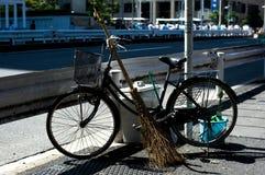 Bicicletas no Tóquio, Japão O Tóquio tem muitas bicicletas desde que a terra é consideravelmente lisa Muito povo japonês das bici Imagem de Stock Royalty Free
