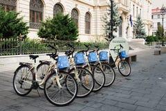 Bicicletas para el alquiler en el centro de Bucarest Imagen de archivo