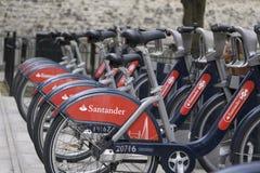 Bicicletas para el alquiler en Londres, Reino Unido imagen de archivo