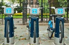 Bicicletas para el alquiler, Londres, Reino Unido de Barclays Imagen de archivo libre de regalías