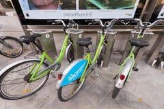 Bicicletas para o aluguel em Banguecoque foto de stock