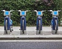 Bicicletas para o aluguel em Londres. Imagens de Stock Royalty Free