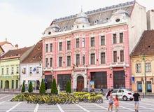 Bicicletas y arquitectura en Brasov, en Rumania Fotografía de archivo libre de regalías
