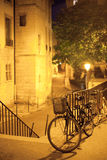 Bicicletta che sta vicino al recinto Fotografia Stock Libera da Diritti