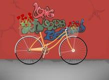 Bicicletta con i fiori della rosa rossa Fotografie Stock Libere da Diritti