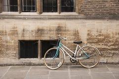 Bicicletta d'annata a Cambridge, Regno Unito. Immagine Stock Libera da Diritti