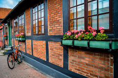Bicicletta danese contro la casa Immagini Stock