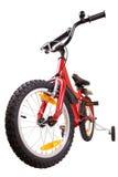 Bicicletta dei nuovi bambini rossi su bianco immagini stock libere da diritti