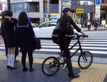 Bicicletta della ragazza di Shibuya Tokyo Fotografie Stock Libere da Diritti