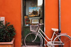 Bicicletta dentro via Margutta Immagine Stock Libera da Diritti