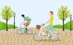 Bicicletta di guida della gente nel park-EPS10 illustrazione di stock