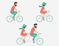 Bicicletta di guida delle coppie Stile dei pantaloni a vita bassa Immagini Stock