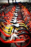 bicicletta-dividendo sistema, bicicletta comune sistema pubblico Shenzhen, Cina della bicicletta fotografie stock libere da diritti