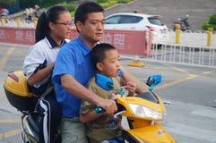 Bicicletta elettrica sovraccaricata Fotografia Stock Libera da Diritti