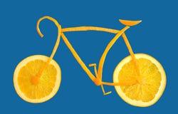 Bicicletta fatta dalle fette arancioni Fotografie Stock Libere da Diritti