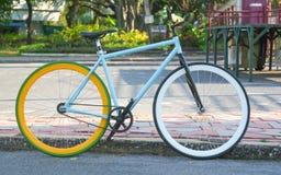 Bicicletta fissa dell'attrezzo nella sosta di Lumphini a Bangkok Fotografia Stock