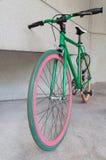 Bicicletta fissa verde dell'ingranaggio a costruzione Immagine Stock Libera da Diritti