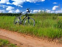 Bicicletta nel paesaggio di estate Immagine Stock Libera da Diritti