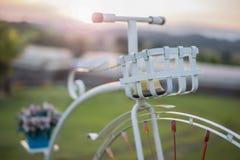Bicicletta nel tempo uguagliante di tramonto fotografie stock