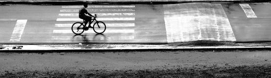 Bicicletta nella via immagini stock libere da diritti