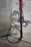 Bicicletta rossa da dietro Immagine Stock