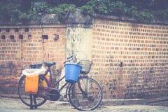 Bicicletta sulla strada Immagini Stock