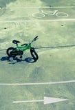 Bicicletta in un percorso bidirezionale fotografia stock