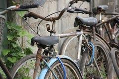 Biciclette in città fotografia stock
