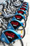 Biciclette con il logo di Coca Cola Zero in 08 Settembre 2014, Dublino Fotografia Stock Libera da Diritti