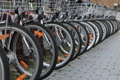 Biciclette della città fotografia stock