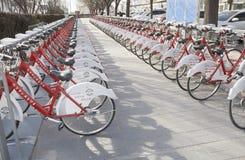 Biciclette di parcheggio Fotografia Stock