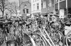 Biciclette, gouda, Paesi Bassi fotografia stock