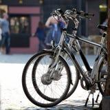 Biciclette nella città Fotografia Stock