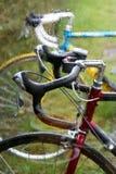 Biciclette nella pioggia Fotografia Stock