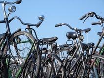 Biciclette parcheggiate Fotografia Stock
