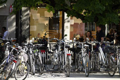 Biciclette parcheggiate a Monaco di Baviera Immagini Stock Libere da Diritti