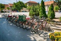Biciclette parcheggiate nel centro di Sombor Fotografia Stock Libera da Diritti